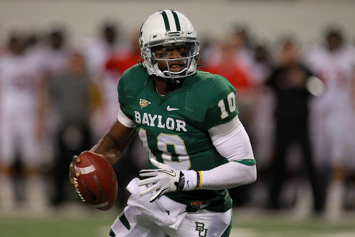 ARLINGTON, TX - NOVEMBER 26:  Robert Griffin III #10 of the Baylor Bears passes against the Texas Tech Red Raiders at Cowboys Stadium on November 26, 2011 in Arlington, Texas.  (Photo by Ronald Martinez/Getty Images)