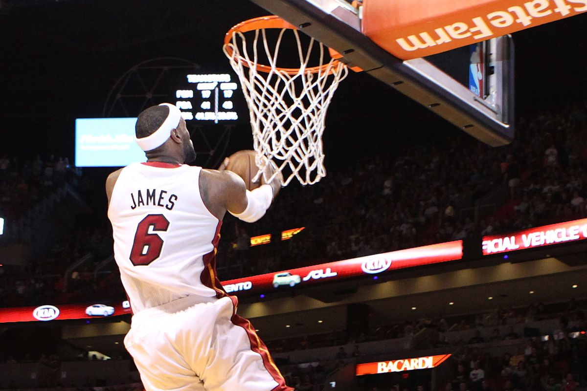 LeBron produces masterful game in blowout against Bobcats