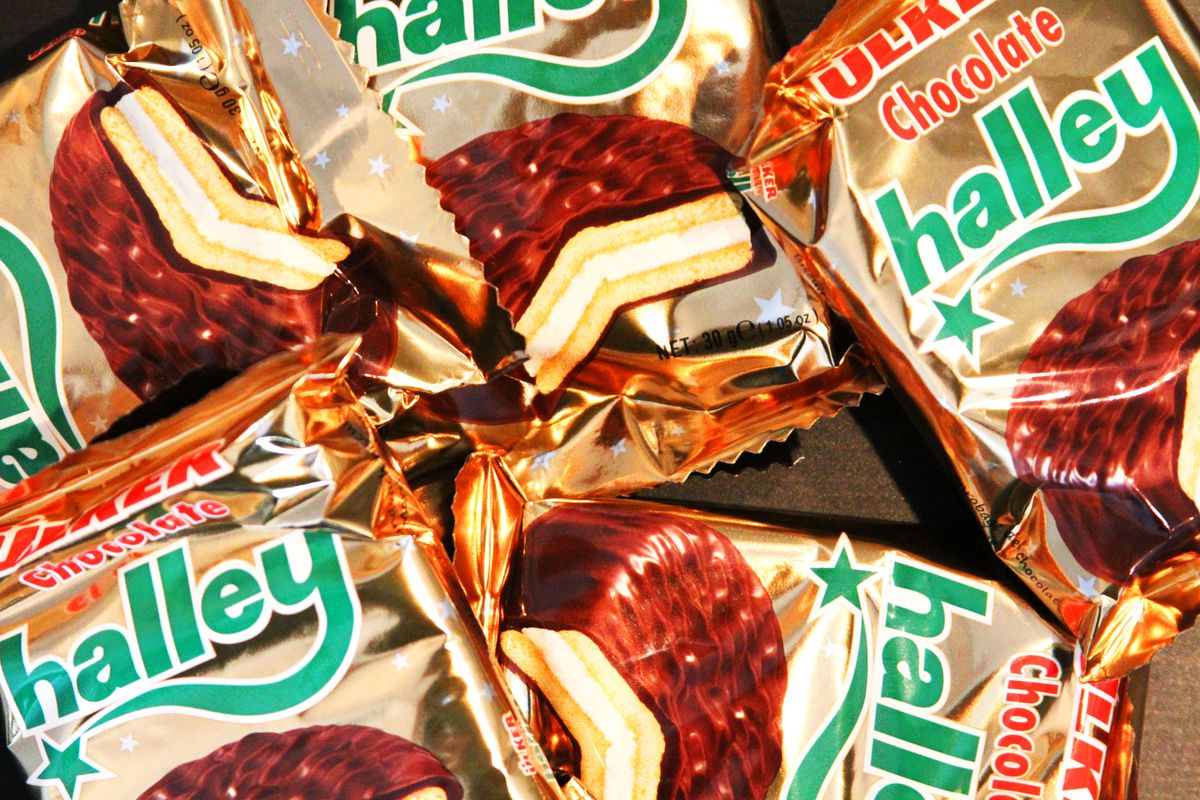 """Gold wrappers printed with """"halley"""" in green writing and an image of a chocolate cookie."""