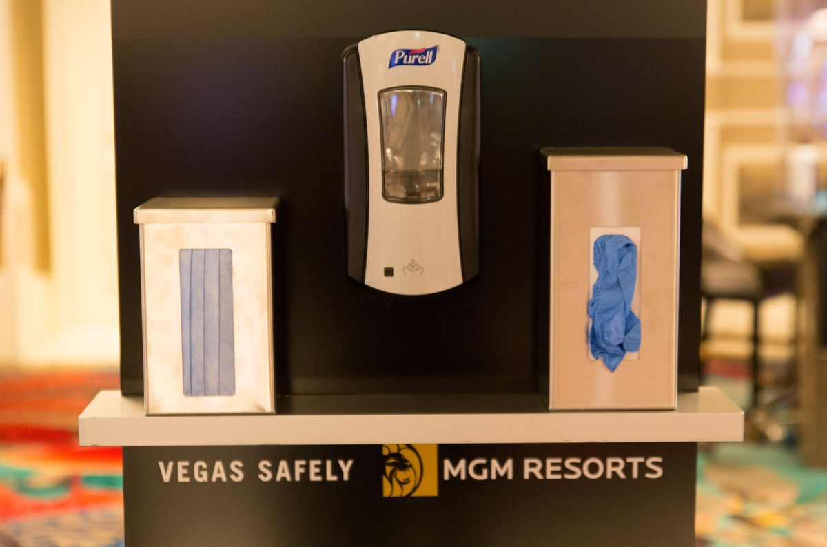 Celebrity Dining: Complimentary masks, sanitizer, and gloves on the Bellagio