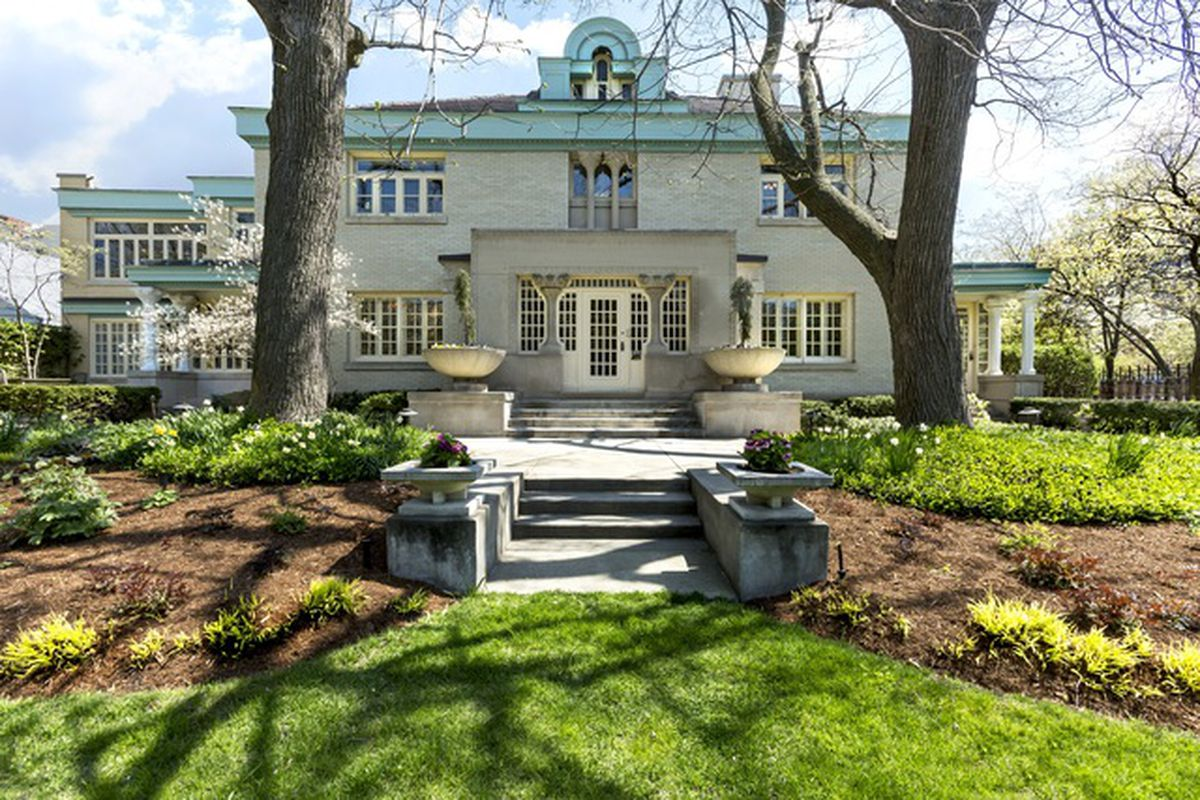 Provincial prairie school mansion by george maher returns for Mansions for sale in chicago