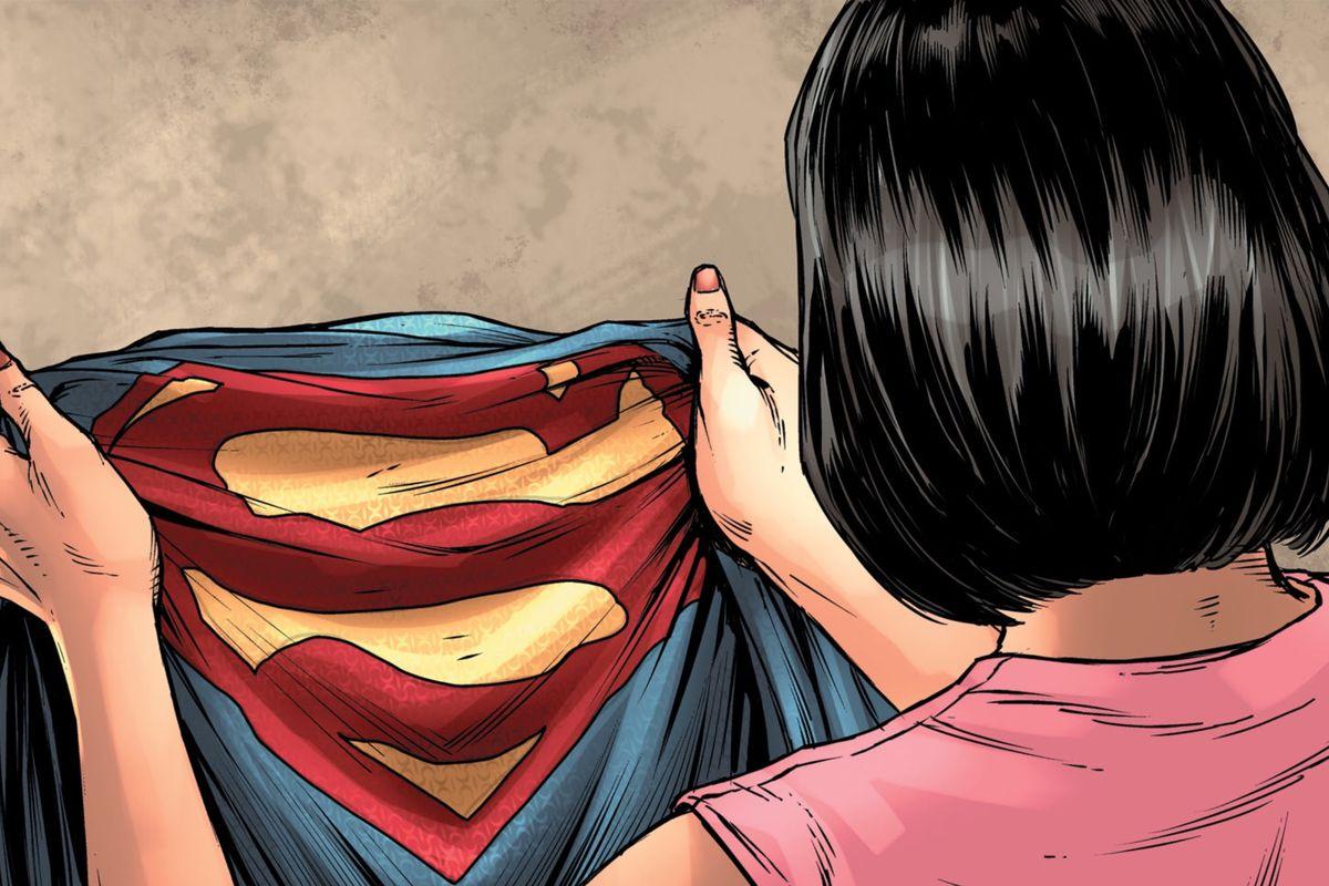Lois Lane holds Superman's New 52-era suit in Man of Steel #6, DC Comics (2018).