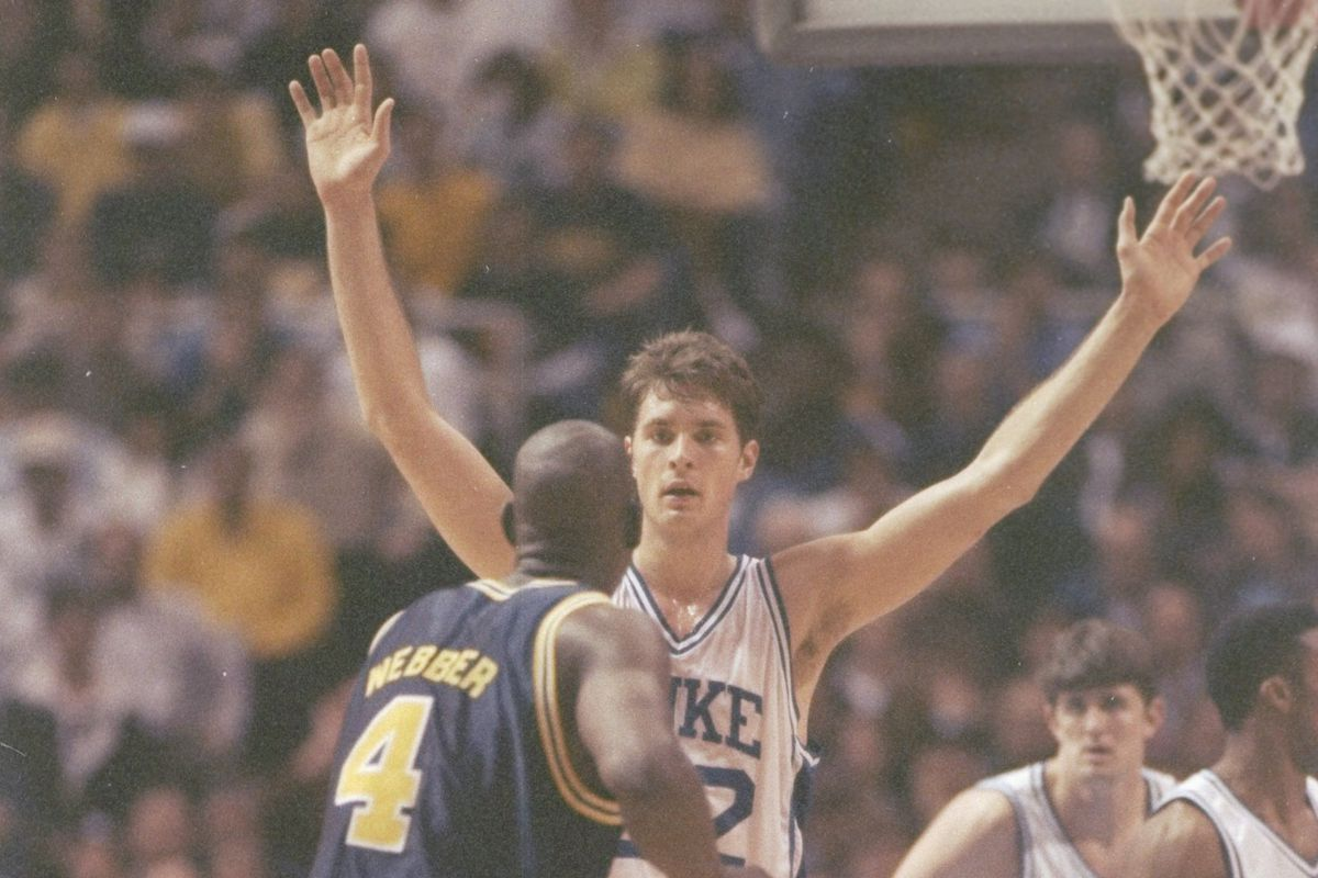 Christian Laettner defends Chris Webber in the 1992 national championship game