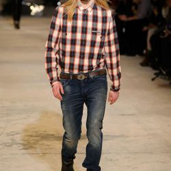 We imagine this is what they think we wear in American prisons, since they, it seems, don't have to wear uniforms. Here, a look from Diesel.