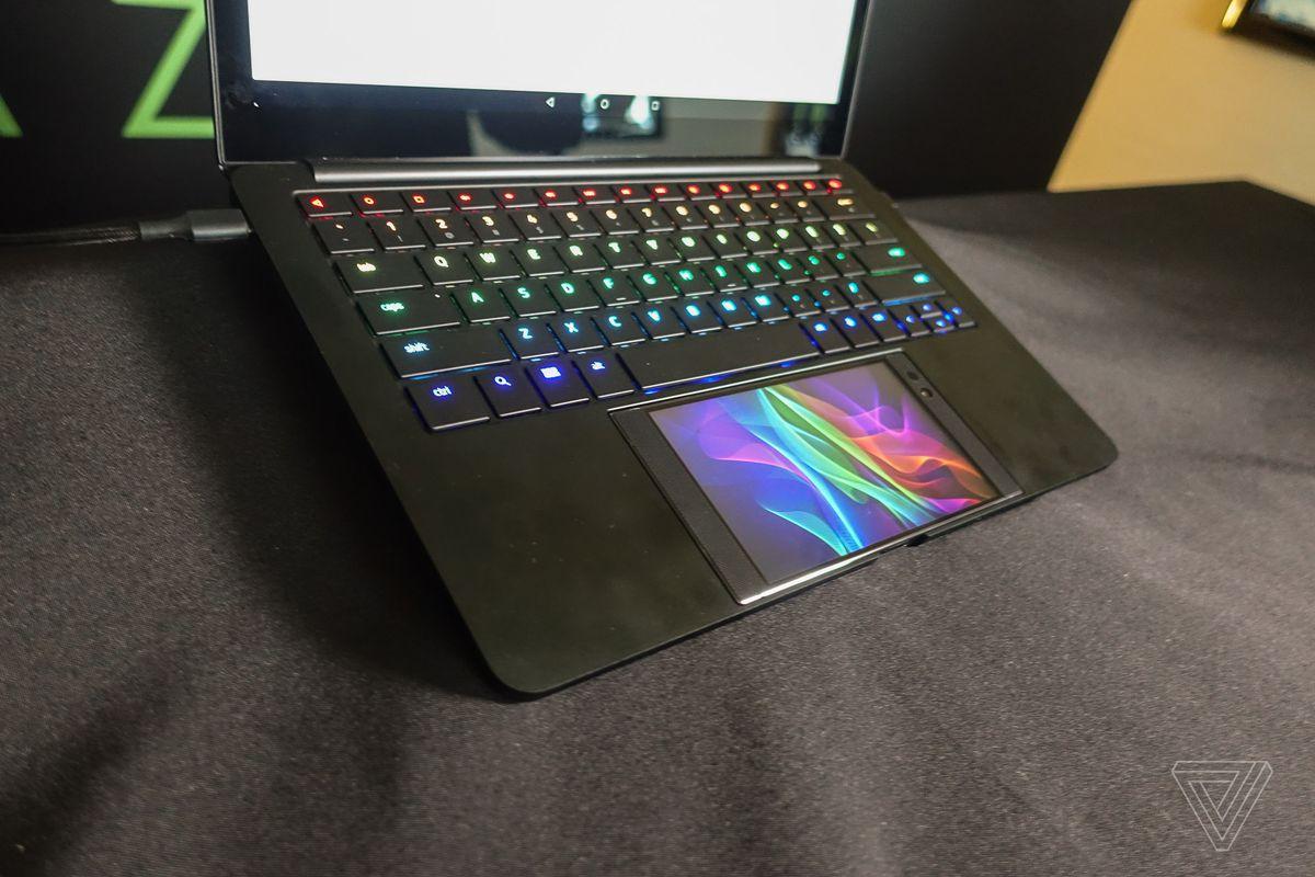razer s project linda imagines a laptop dock for the razer phone