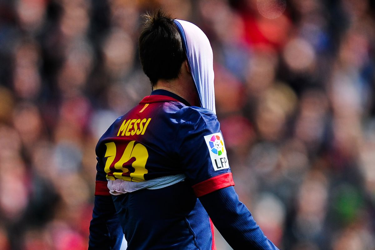 Even with his shirt over his face, Messi still scored more goals than Alexis :P