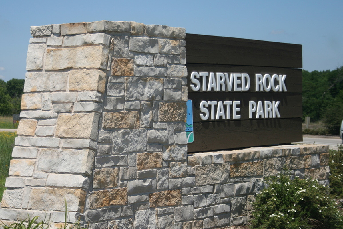 Person falls 30 feet from overhang at Starved Rock State Park