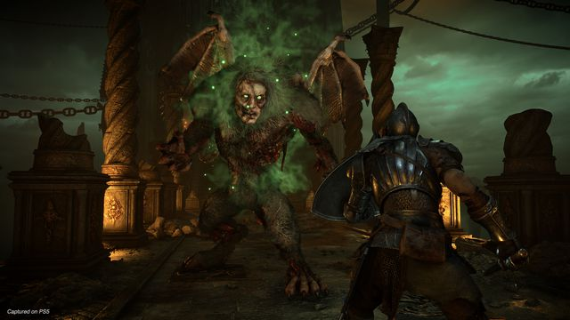 A knight faces a Maneater in a screenshot from the Demon's Souls remake