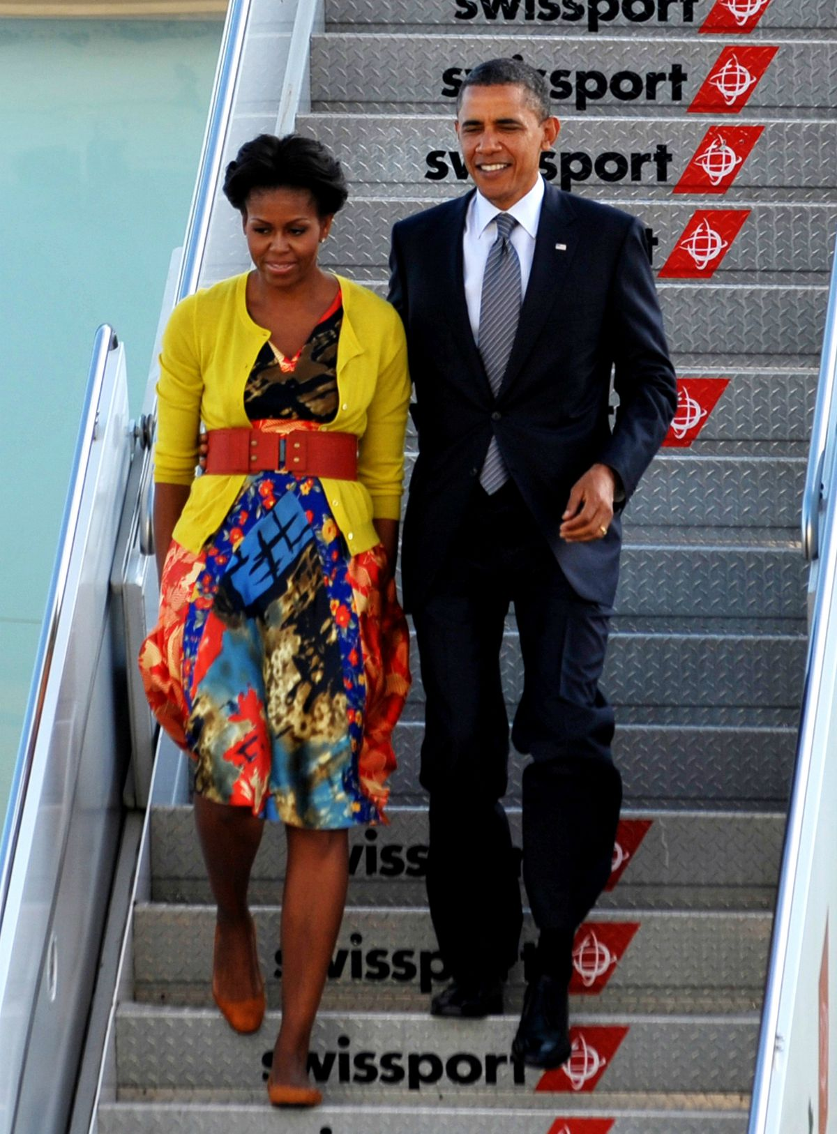 Michelle Obama exiting a plane with the president, wearing a dress by Nigerian-British designer Duro Olowu