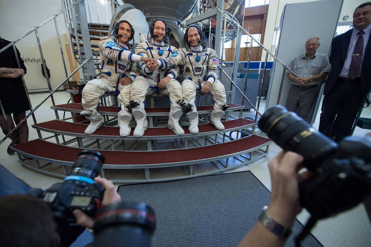 Americans, Russian head for International Space Station