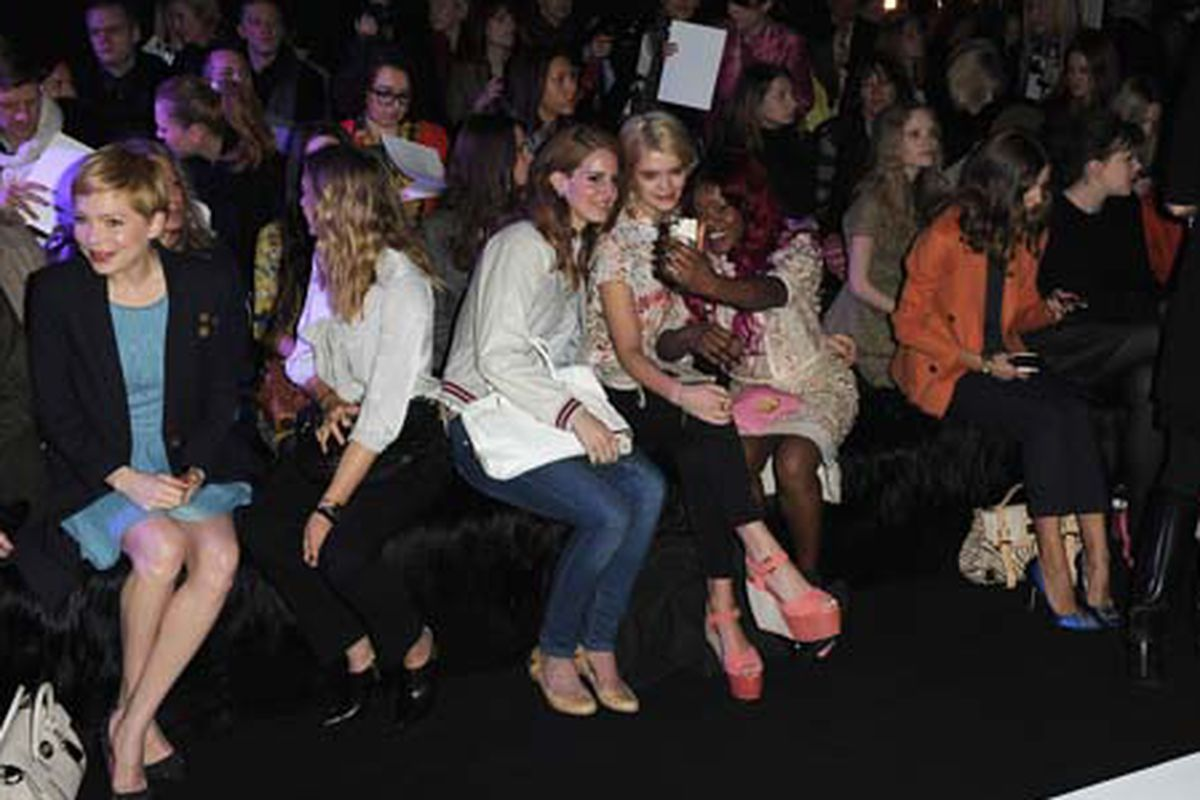 Lana Del Rey front row at Mulberry. Photo via Getty Images.