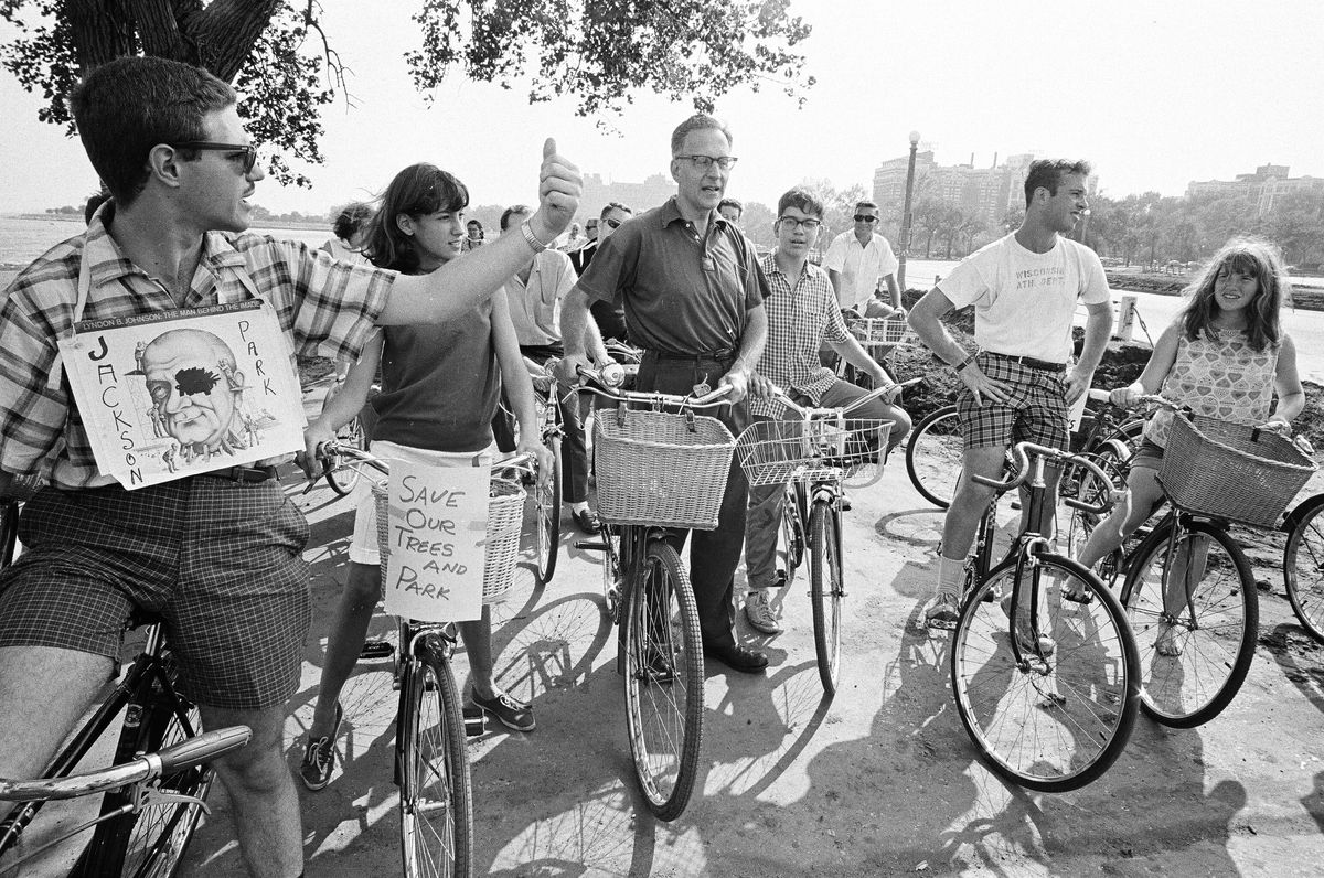 Ald. Leon Despres (center) got together with a community group to protest the city's decision to cut down trees near 50th and the lakefront in 1965. | File photo