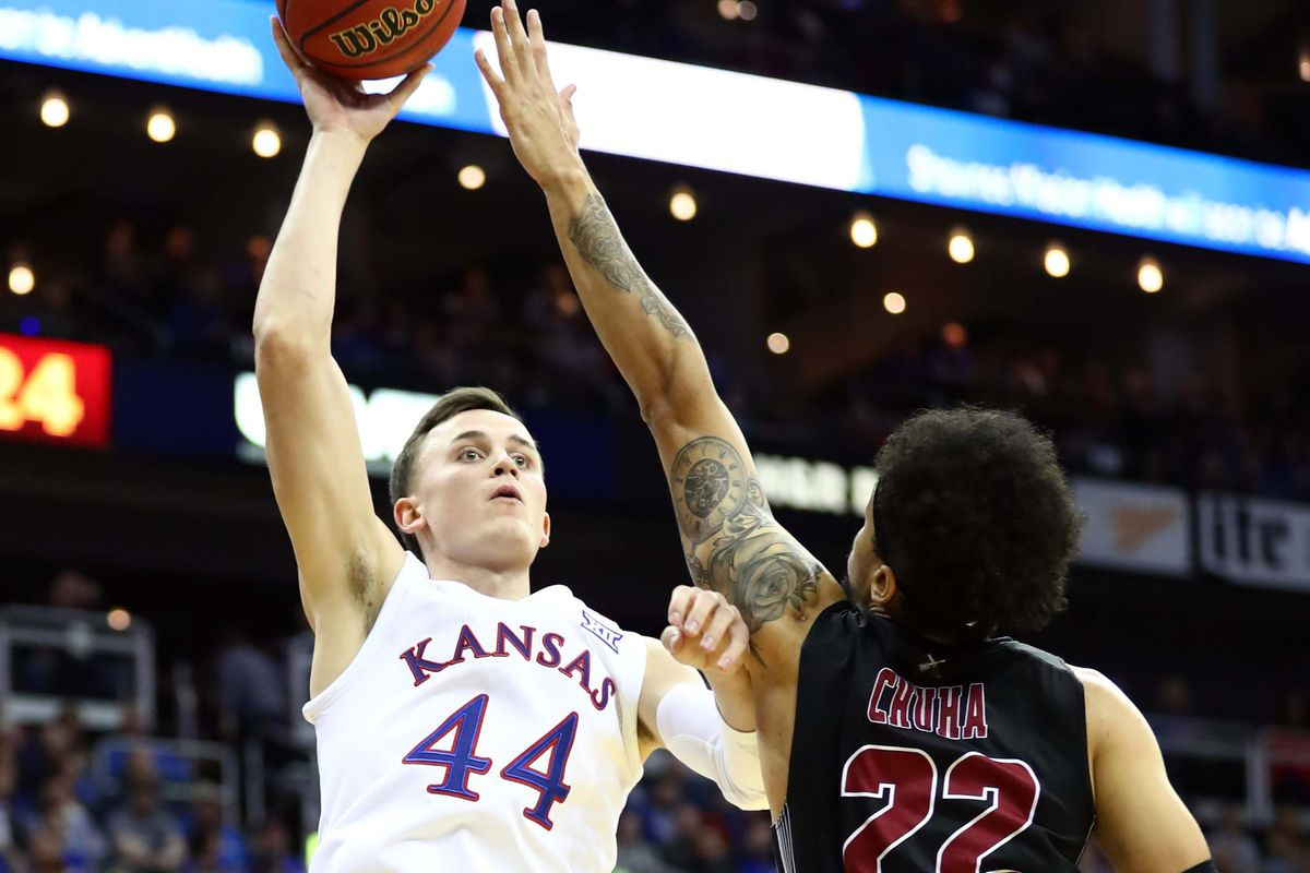 Ncaa Basketball Rankings Kansas Takes Over No 1 In The Ap