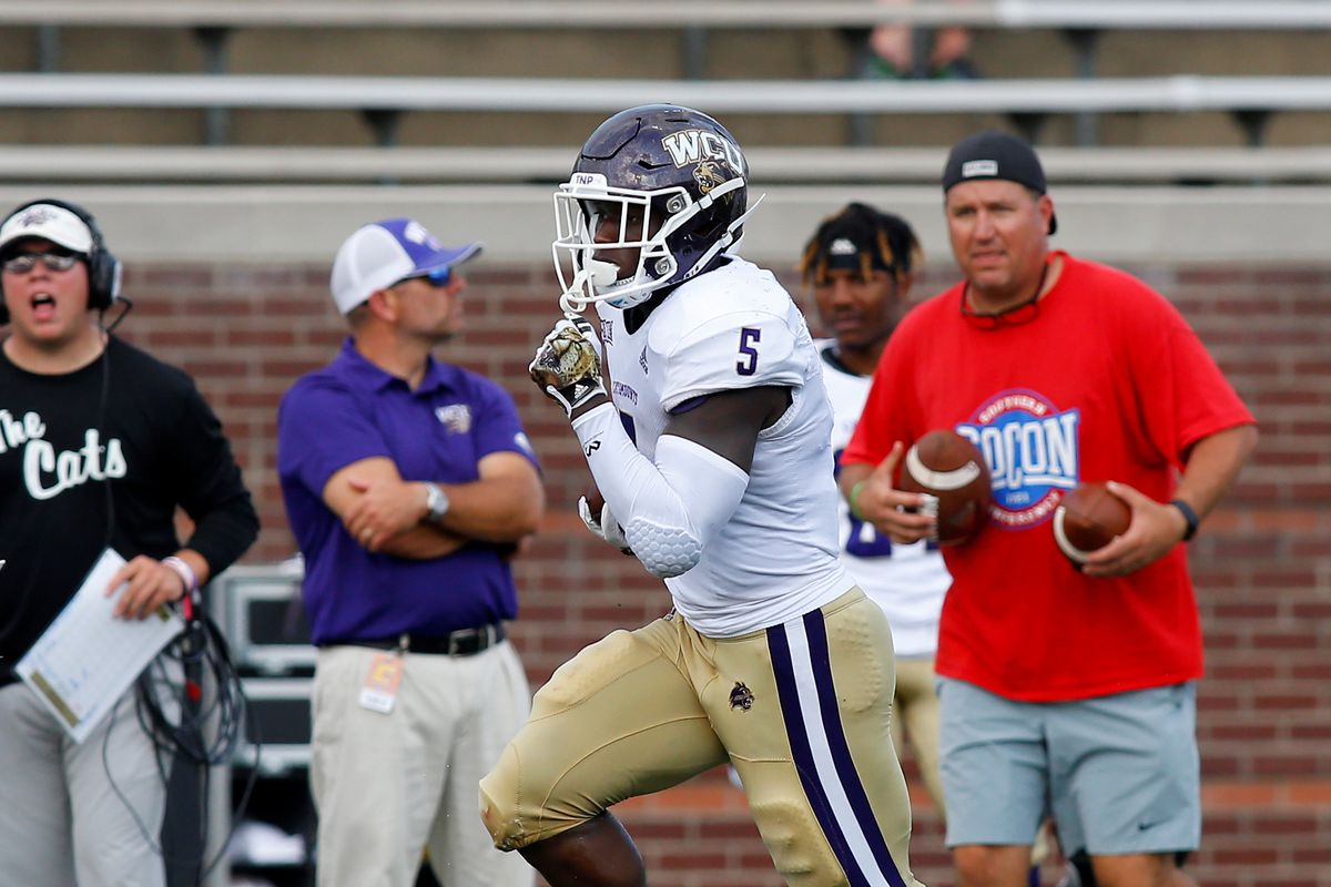 """<p zoompage-fontsize=""""15"""" style="""""""">COLLEGE FOOTBALL: SEP 28 Western Carolina at Chattanooga"""