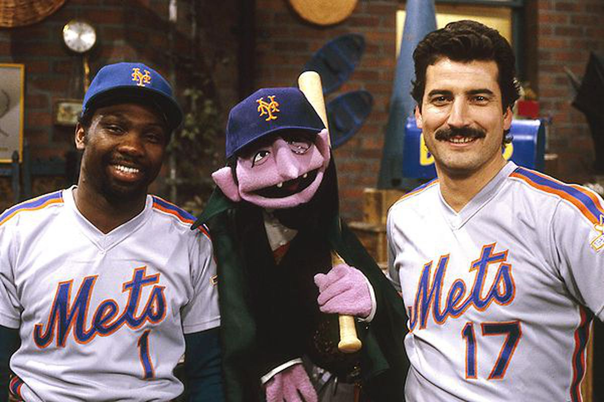 Mets Keith Hernandez and Mookie Wilson pose with The Count from Sesame Street