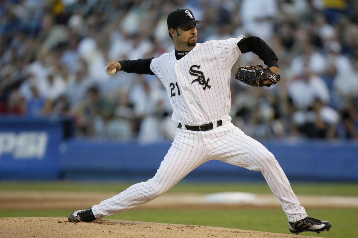 Esteban Loaiza throws