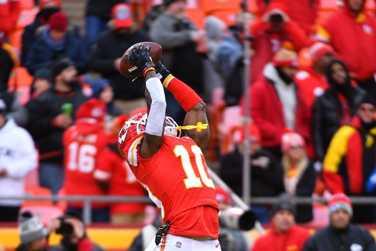 Kansas City Chiefs wide receiver Tyreek Hill warms up before the game against the Oakland Raiders Arrowhead Stadium.
