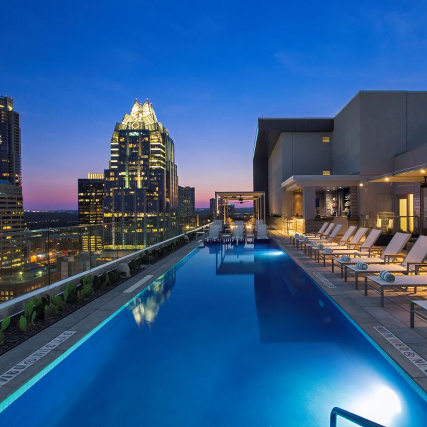 Westin Austin Downtown S Fancy Rooftop Pool Bar Is Now Open To