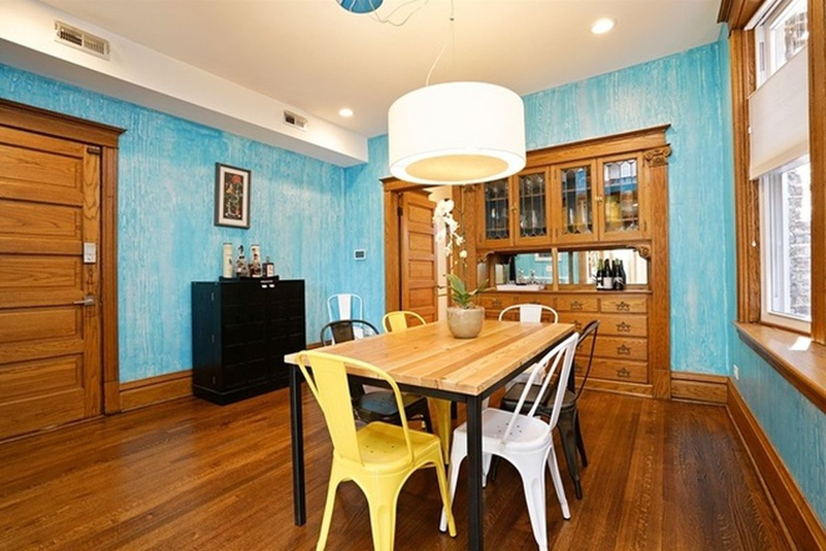 Colorful Two Bedroom In The Heart Of Wicker Park Seeks 385k Curbed Chicago