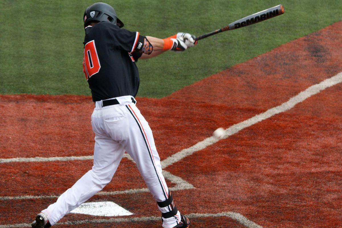 Michael Howard went deep in the 4th inning, giving the Beavers a 2-1 lead.