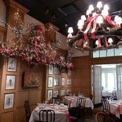 Christmas Restaurant.Ten Dc Restaurants With Really Festive Christmas Decor