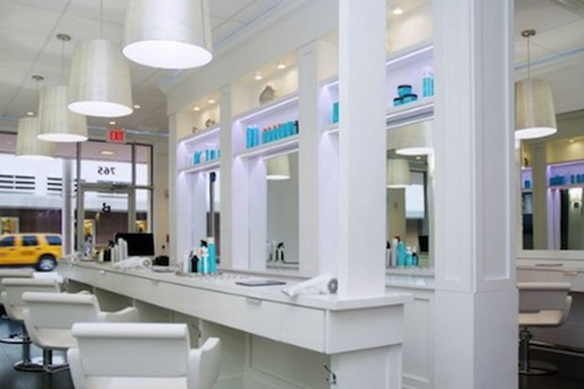 """The Miami salon; Image via <a href=""""http://goingplaces.se/2012/10/16/blow-dry-your-hair/"""">Going Places</a>"""