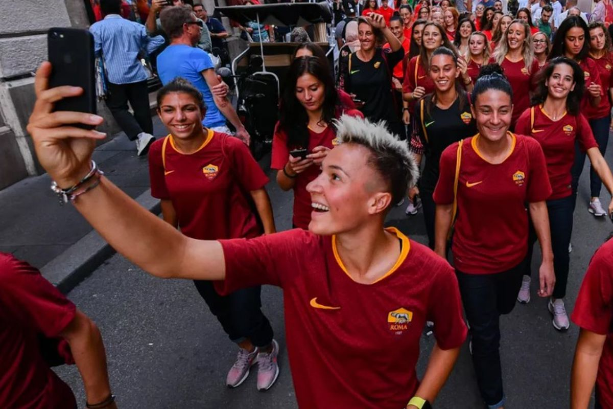 Roma Women S Team Officially Unveiled To The Public Chiesa Di Totti