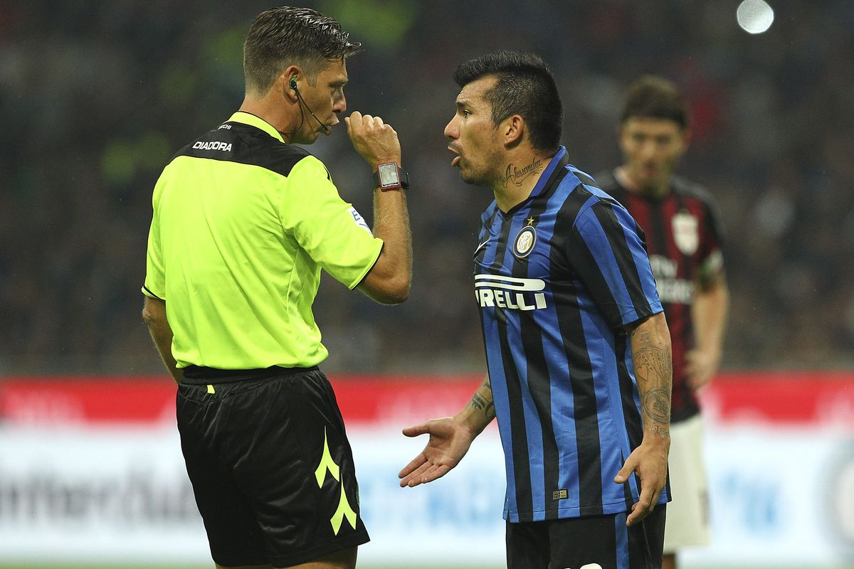 Medel doesn't understand this stupidity either