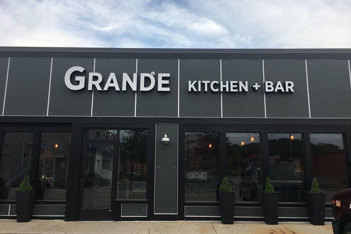 Grande Kitchen Bar Newton