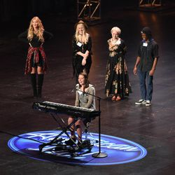 """Jenn Blosil and other contestants perform during the """"Hollywood Round #1"""" episode, which aired on Jan. 27."""