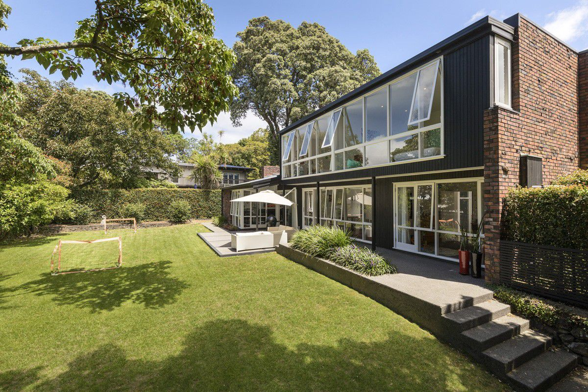 Nab this lovingly renovated midcentury home—in New Zealand - Curbed