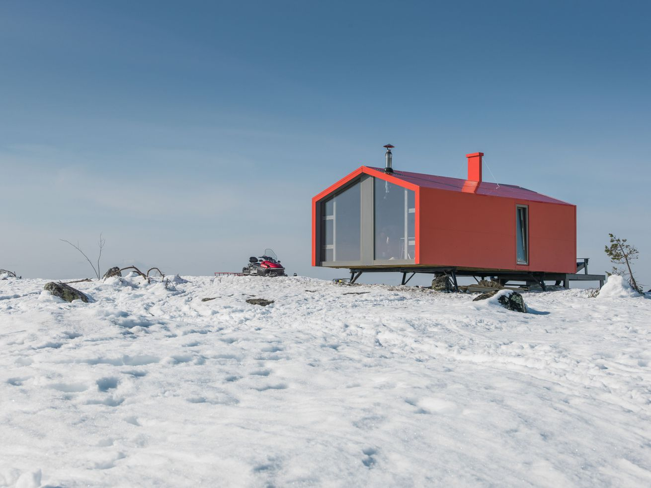 This prefab cabin was helicoptered into place