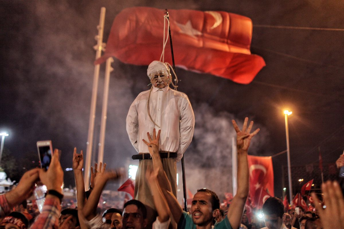 Supporters of Turkish President Recep Tayyip Erdoğan burn US-based cleric Fethullah Gulen in effigy on July 18, 2016 in Istanbul, Turkey.