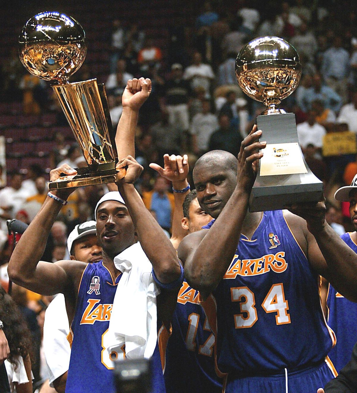 Los Angeles Lakers Kobe Bryant (L) and Shaquille O