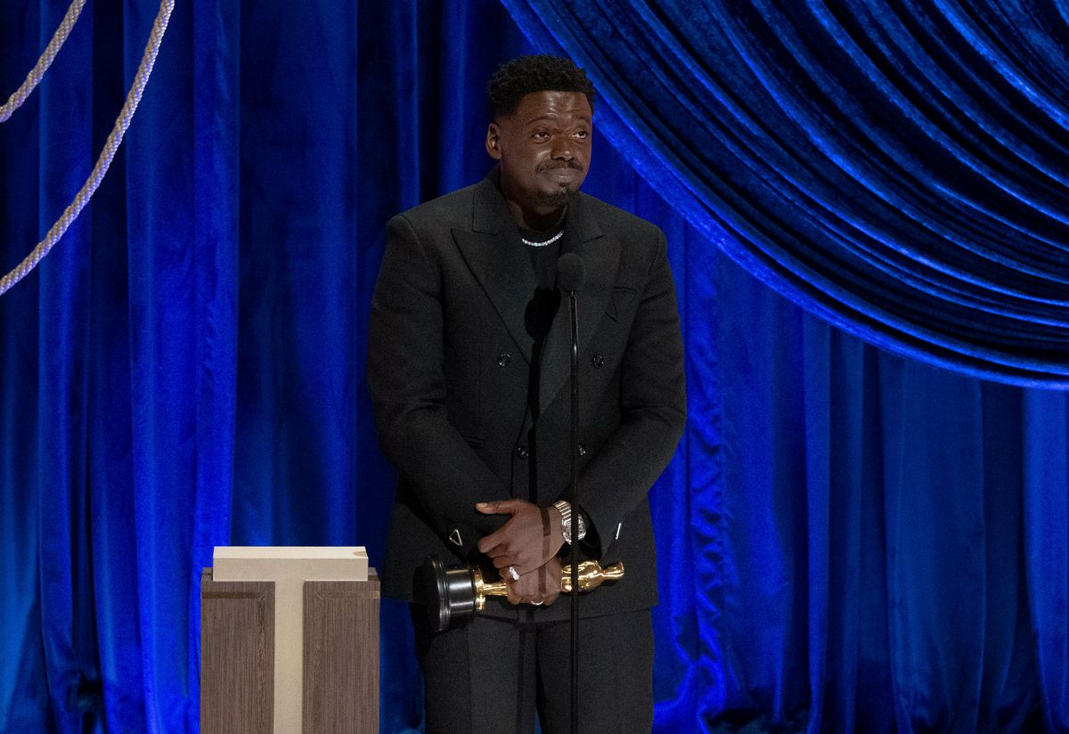 Daniel Kaluuya with his Best Supporting Actor Academy Award for Judas and the Black Messiah