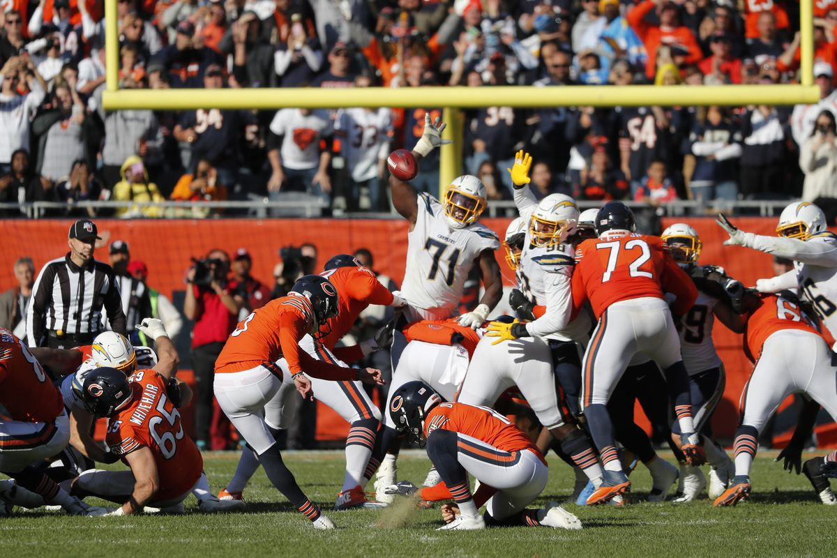 Bears kicker Eddy Piñeiro misses the game-winning field goal wide left from 41 yards Sunday.