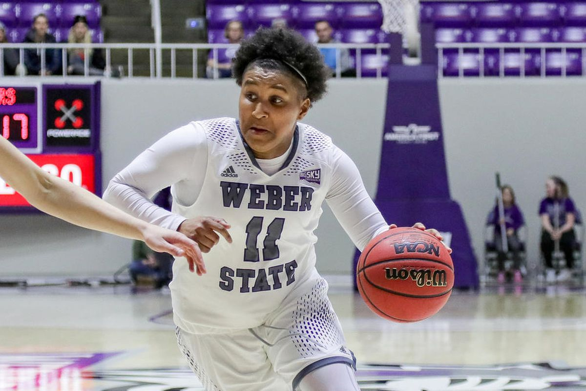 Senior Larryn Brooks dribbles the ball up the court. Brooks dropped a game-high 32 points against Northern Colorado on Thursday night.