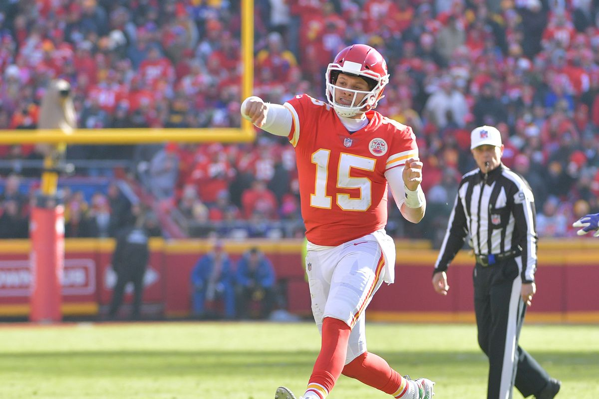 Chiefs' Mahomes attempted two no-look passes during first week of OTAs