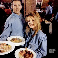 "[<a href=""http://books.google.com/books?id=BBkAAAAAMBAJ&lpg=PP1&dq=restaurant%20new%20york%20magazine%20January%201993&pg=PA22#v=onepage&q&f=false"">Servers at Tribeca Grill</a>]"