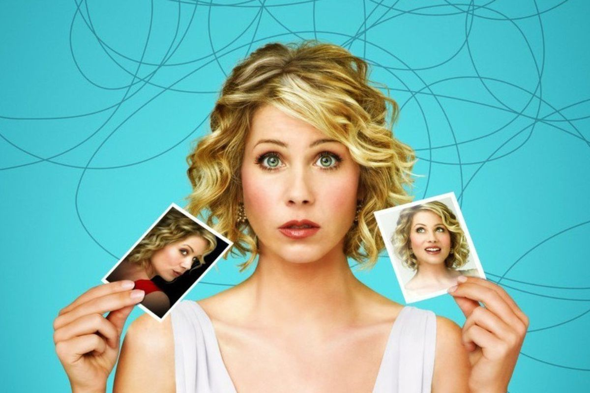 Before Netflix's Dead to Me, watch Christina Applegate in