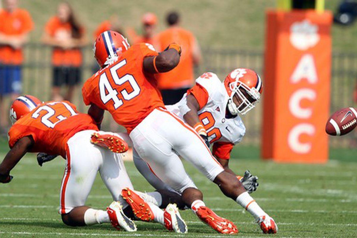 """via <a href=""""http://media.orangeandwhite.com/media/img/photos/2011/04/09/20110409_springfootball63_t607.JPG"""">media.orangeandwhite.com</a>"""
