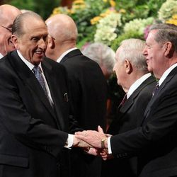 President Monson urges LDS to find answers through obedience