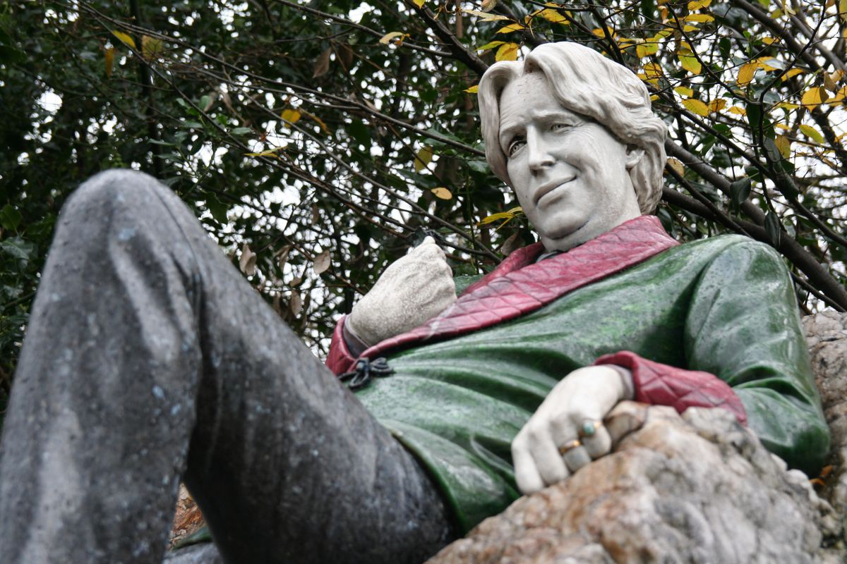 Oscar Wilde assumes the post-fling position in this statue in Dublin.