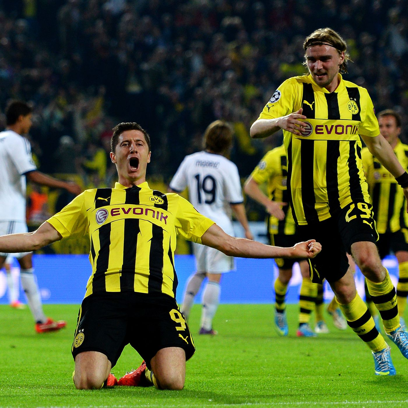 best service f9a0d 35e4a Borussia Dortmund vs. Real Madrid, 2013 UEFA Champions ...