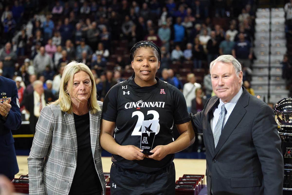 COLLEGE BASKETBALL: MAR 09 AAC Women's Tournament - Cincinnati v UConn