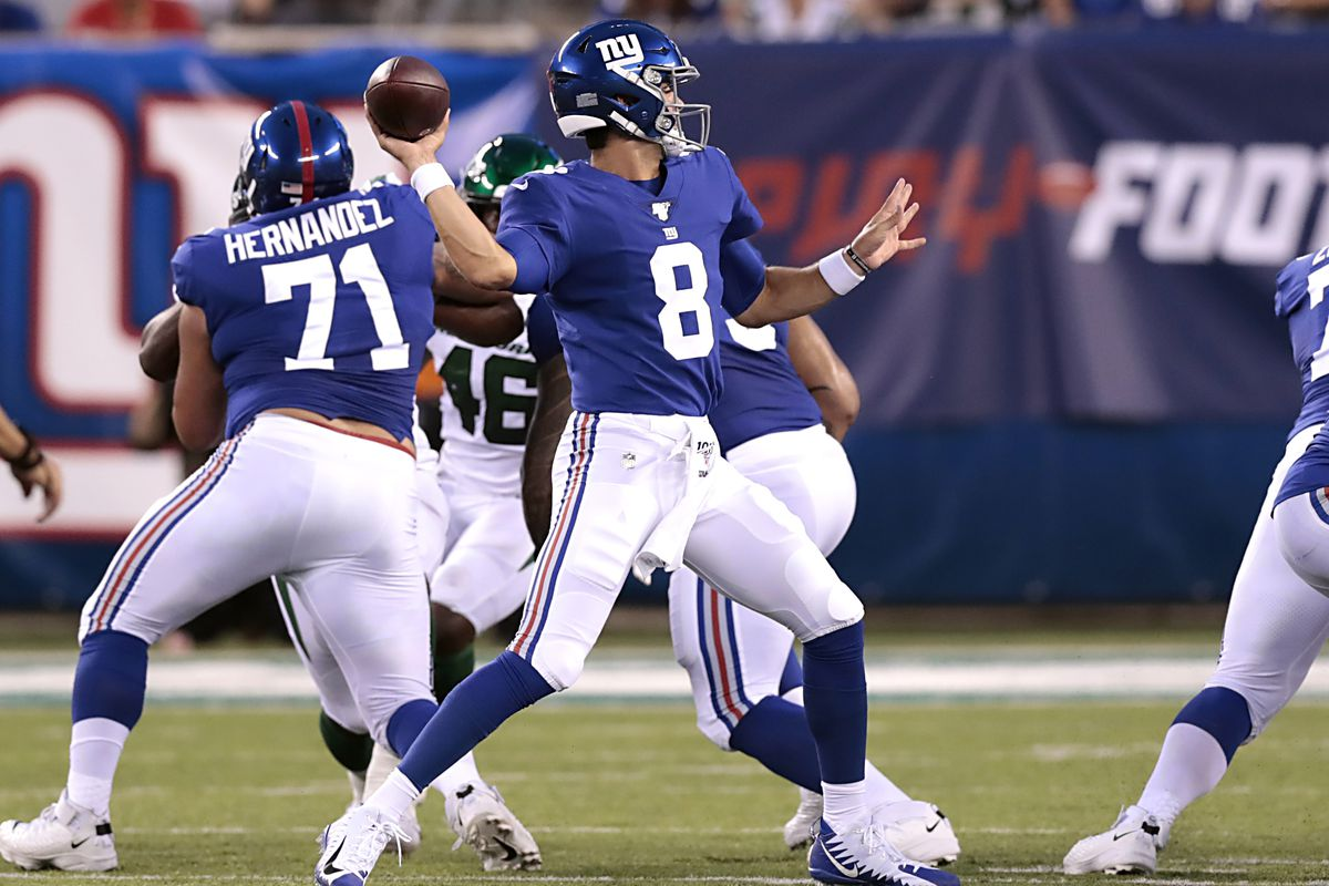 Daniel Jones goes 5-for-5 with TD pass on first drive, and Twitter
