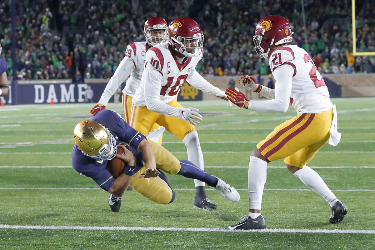 Notre Dame holds on for third consecutive win over USC