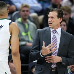 Utah Jazz head coach Quin Snyder talks to guard Dante Exum (11) during the game against the Golden State Warriors at Vivint Arena in Salt Lake City on Tuesday, April 10, 2018.