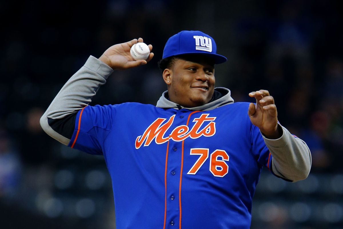 Ereck Flowers threw out the first pitch at Citi Field Friday night