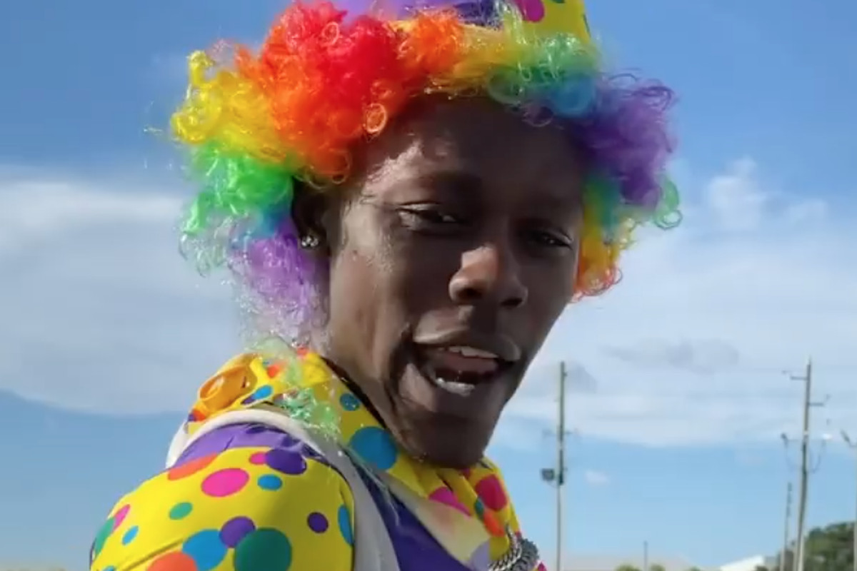 Jazz Chisholm Jr. dresses up as a clown while boarding the Marlins team plane